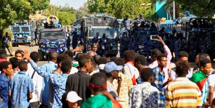 مردم سودان برای اصلاح مسیر انقلاب تظاهرات میکنند