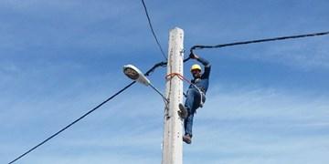 برخورد کامیون با شبکه عامل خاموشی در شمال شهر بیرجند/ مشکل قطع برق مرتفع شد