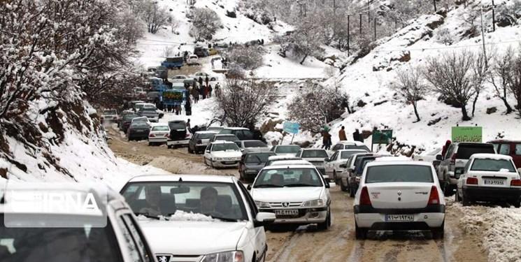 زنجیرچرخ در 4 محور تهران ـ شمال الزامی شد/مسافران شمال سفر خود را تا ظهر فردا به تعویق بیندازند