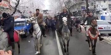 فیلم| راهپیمایی سواره تالشان به یاد میرزا در ۲۲ بهمن