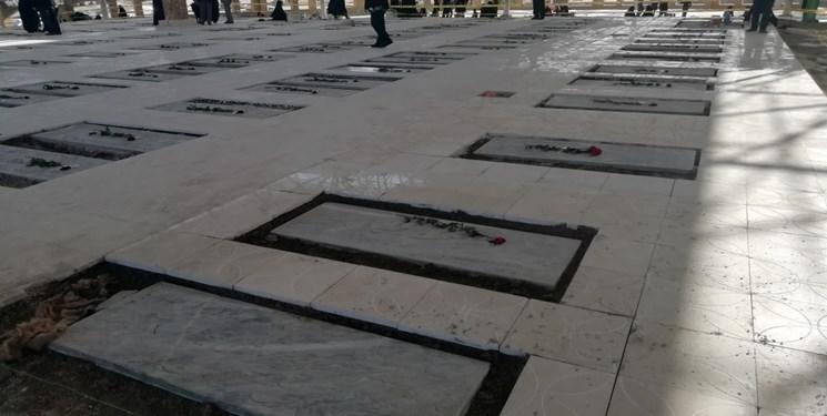 نارضایتی خانواده شهدا از یکسان سازی مزار شهدا در ایلام/ لطفا دست به خاطرههای ما نزنید