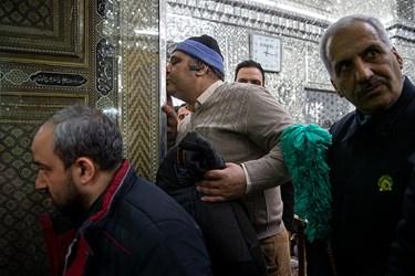 غبار روبی ضریح مطهر سیدالکریم (ع)