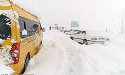 بارش برف و باران در محورهای 20 استان/ انسداد کرج ـ چالوس