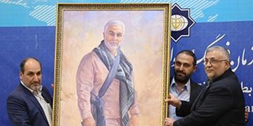 اهدای تصویر شهید سلیمانی توسط شیعیان آذربایجان به رئیس سازمان فرهنگ و ارتباطات