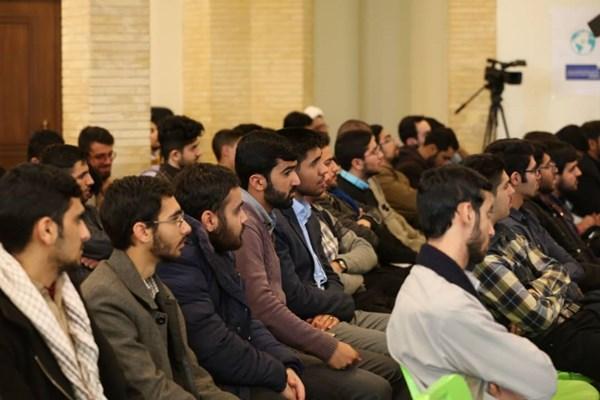 اولین گردهمایی فارغالتحصیلان مدارس صدرا در اردوگاه امام خمینی(ره) لواسان برگزار شد.