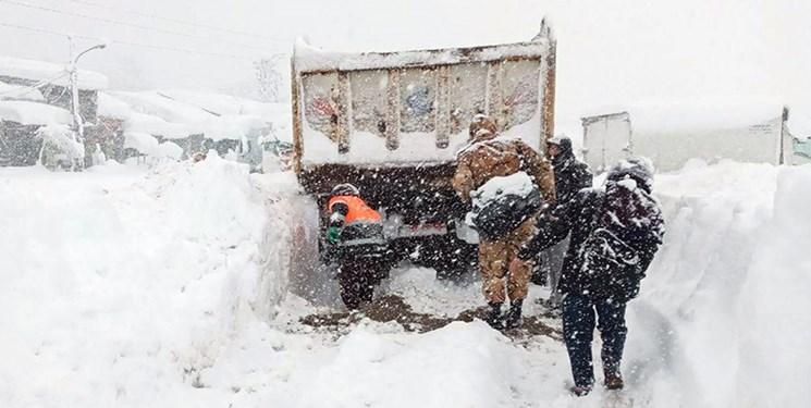 خدماترسانی ۶۲ تیم پلیسراه به مردم در روزهای برفی