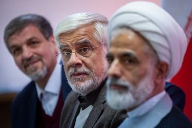 مجید انصاری، محمدرضا عارف و مصطفی کواکبیان در نشست خبری ستاد ائتلاف برای ایران
