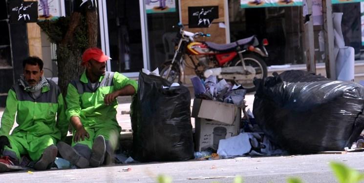 روزهای سخت کارگران فضای سبز یاسوج/مردانی که با 45 هزار تومان یارانه روزگار میگذرانند+تصاویر و فیلم