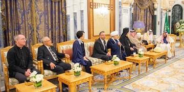 حضور یک خاخام  اسرائیلی در کاخ شاه سعودی