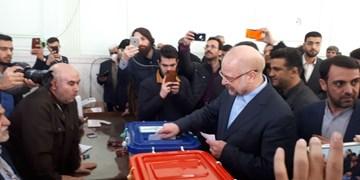 قالیباف پس از یک ساعت انتظار در صف، رأی خود را به صندوق انداخت