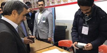 محمود احمدی نژاد رأی خود را به صندوق انداخت
