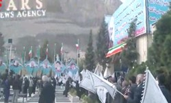 سلفی افتخار/طولانیترین صف رأی در مزار «حاج قاسم» با پرچمهای انتقام سخت