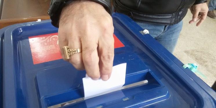 حضور برخی رایدهندگان در شعب اخذ رای در ساعات پایانی/ درخواست برای ادامه فعالیت شعب