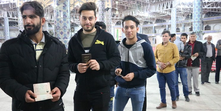 حضور مردم انقلابی اردکان در اولین انتخابات گام دوم انقلاب