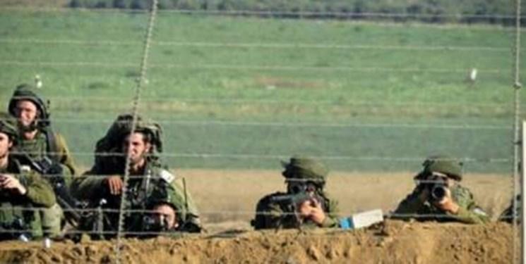 صهیونیستها یک فلسطینی را شهید و به جسد او با بیل مکانیکی بیاحترامی کردند