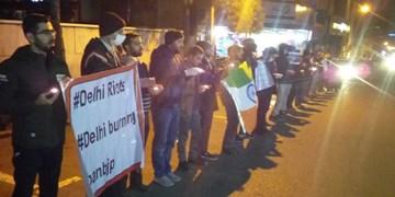 روشن کردن شمع توسط دانشجویان برای همدردی با مسلمانان هندی