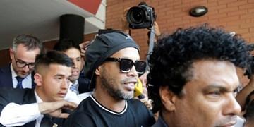 فیلم/امضای رونالدینیو به هواداران هنگام خروج از زندان