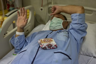 جشن روز پدر در بخش کرونا بیمارستان بقیة الله