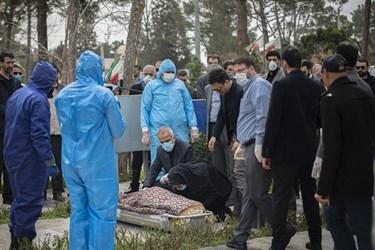 تدفین پیکر «فاطمه رهبر» در بهشت زهرا