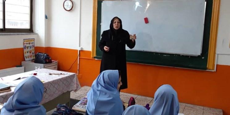 امروز همه دریافتند که علم بهتر از ثروت است/خانم صفایی جایگاه معلمی گیلانیان را عزتمند کرد