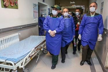 عکس| تحویل سال فرمانده سپاه قدس با کادر درمانی بیمارستان رازی