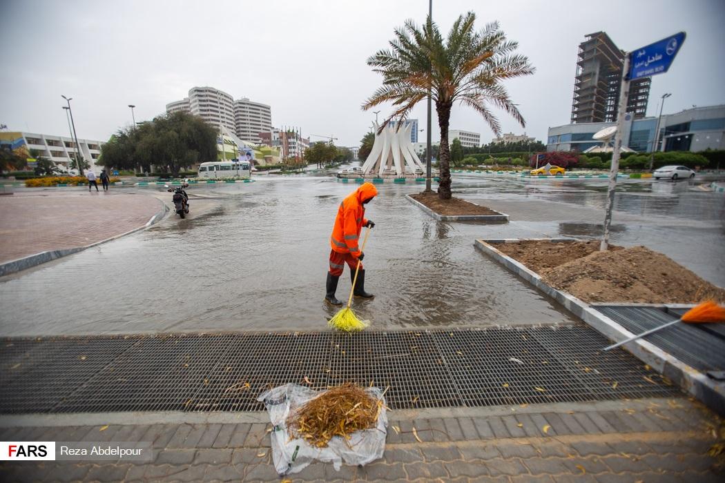 عکس | بارش اولین باران سال ۹۹ در کیش