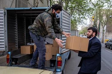 ظروف غذا در بسته بندی های مخصوص تبرکات رضوی آماده ارسال به بیمارستانها می شود/ طبخ غذای متبرک رضوی برای بیمارستانهای تهران