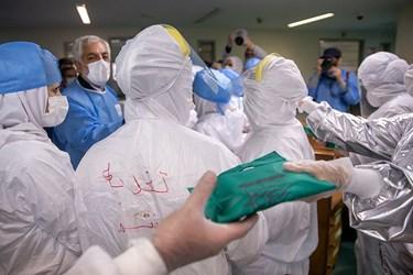 توزیع قران های متبرک حرم امام رضا (ع) بین کادر درمانی  بیماران کرونا  بیمارستان میلاد