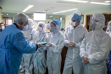 ادای احترام کادردرمانی بیمارستان میلاد به پرچم حرم امام رضا (ع) بیماران