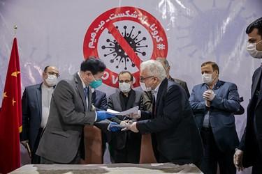 تحویل رسمی کمکهای بشر دوستانه کشور چین به ایران در راستای مقابله با ویروس کرونا