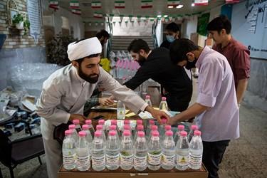 بسته بندی بطری های مواد ضدعفونی کننده سطوح
