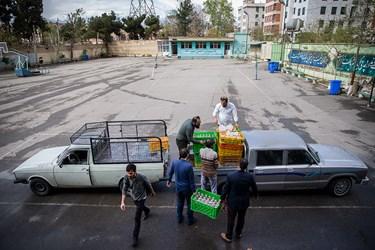 با حضور رانندگان جهادی، بارگیری و انتقال بسته های حمایتی ادامه پیدا کرد