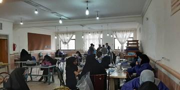 تولید دستکش با مشارکت فرهنگیان و بسیجیان در زرند