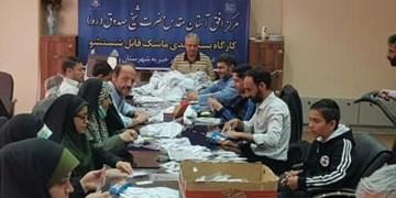 خادمان آستان شیخ صدوق (ره)  ۳۰ هزار ماسک در شهرری توزیع کردند
