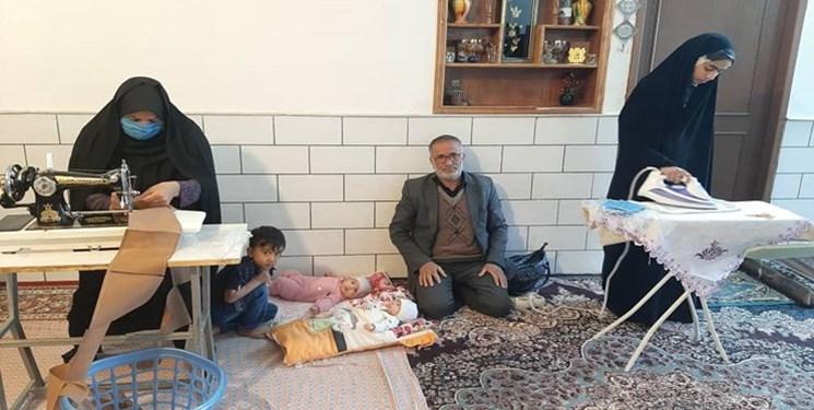 روایتی از بانوان بسیجی رفسنجان در جبهه سلامت/ فعالیت در کارگاه خانگی با کودک چند ماهه