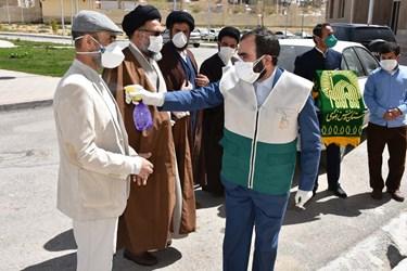 تجلیل دفتر آستان قدس رضوی از سربازان خط مقدم مقابله با کرونا در بیمارستان شهید جلیل