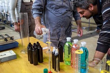 الکل 86 درصد تولید شده پس از ترکیب با آب، درصد آن توسط مهندسان جهادگر برسی می شود. این الکل پس از ترکیب با آب به 71 درصد میرسد.