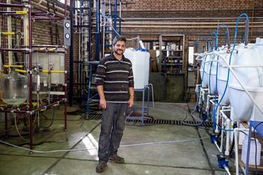 مهندس سید حسین احسانی فارغ التحصیل رشته مهندسی شیمی   از دانشگاه علم و صنعت