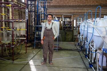 مهندس اسماعیل اکبری  فارغ التحصیل رشته مهندسی شیمی   از دانشگاه علم و صنعت