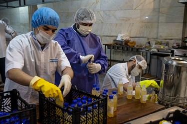 تقسیم آبلیمو عسل تهیه شده در بطری های 300 میلی لیتری
