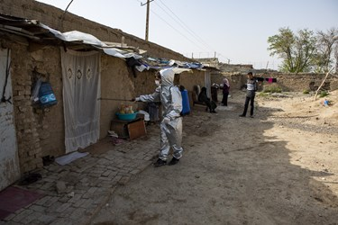 ضدعفونی منازل کوره های آجر پزی توسط نیروهای جهادی احیاءالقلوب