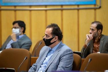 استفاده ماسک  به دلیل شیوع کرونا در ایران توسط مدیران و مسعولین حاضر در نشست کارگروه جهش تولید در سازمان برنامه و بودجه کشور