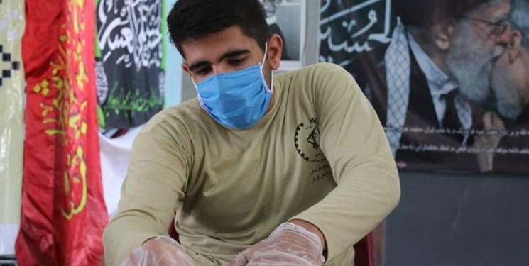 ابتکار دانشآموز بسیجی رفسنجانی در تولید دستکش/ قول مسئولان برای حمایت + فیلم و تصاویر