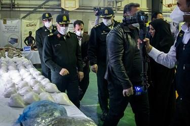 بازدید سردار حسین رحیمی فرمانده انتظامی پایتخت از کشفیات پلیس مبارزه با مواد مخدر پایتخت