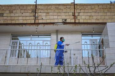 ضد عفونی منازل روستای میامی توسط گروه جهادی شهدای مدافع حرم پایگاه بسیج مسجد امام حسین(ع)/ مشهد