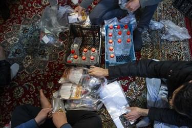 جمع آوری بسته های ضد عفونی جهت توزیع بین مردم محل