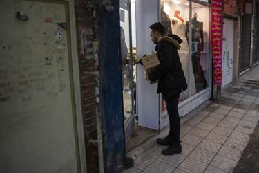 توزیع بسته فرهنگی در بین اهالی محل