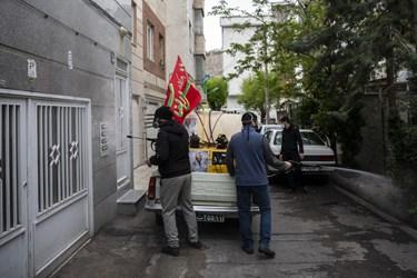 خادمین هیئت بعد از پایان مراسم جهت ضدعفونی کردن پمپ بنزین ها و خیابان های محل اعزام شدند