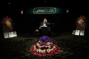 قرآن به سر حاج محمود کریمی در شب نیمه شعبان