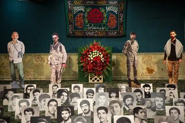 عکس شهدای مدافع حرم و شهید امنیت در حسینیه امامزاده